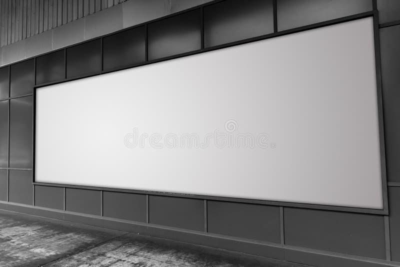 Tabellone per le affissioni allo spazio di pubblicità vuoto bianco della via illustrazione di stock