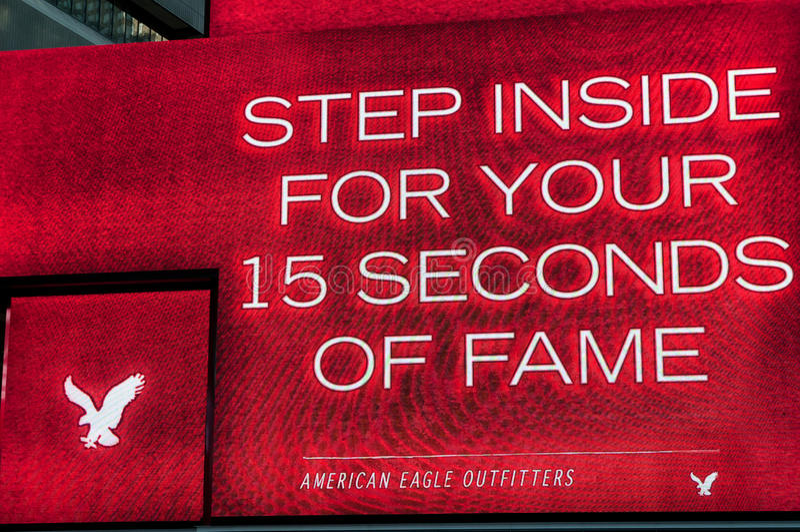 Tabellone per le affissioni americano dei fornitori dell'aquila in NYC fotografie stock