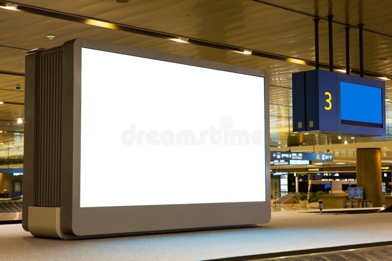 Tabellone per le affissioni in bianco in aeroporto fotografia stock