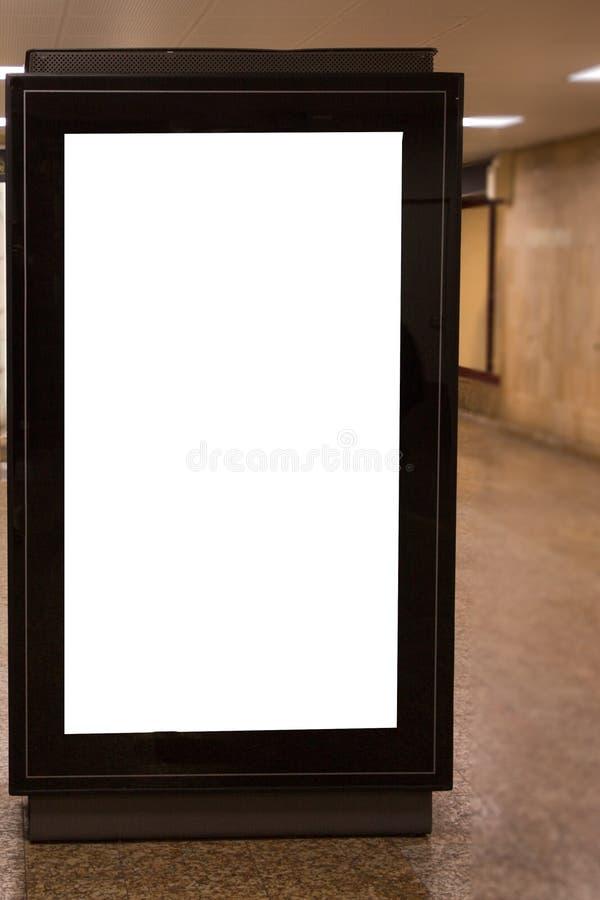 Tabellone per le affissioni in bianco illuminato con lo spazio della copia per il vostro messaggio di testo o la derisione conten fotografia stock
