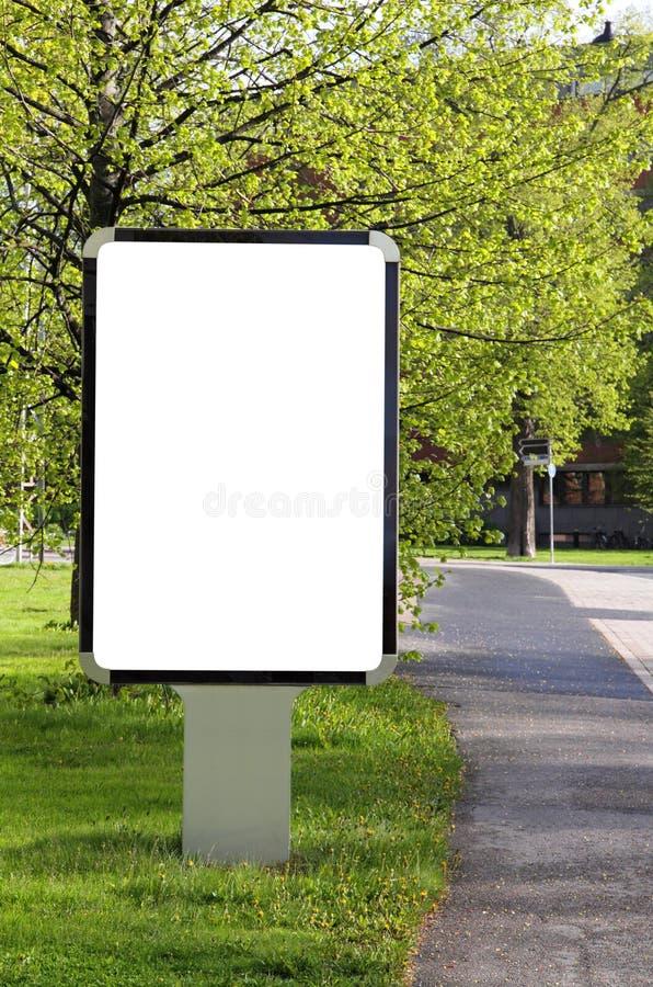 Tabellone per le affissioni in bianco su una via fotografie stock