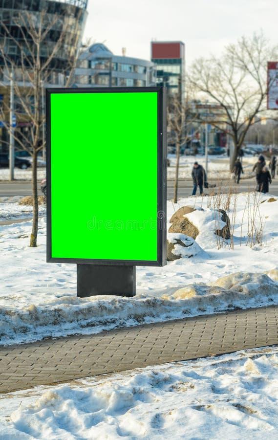 Tabellone per le affissioni in bianco verticale con la chiave di intensità immagine stock libera da diritti