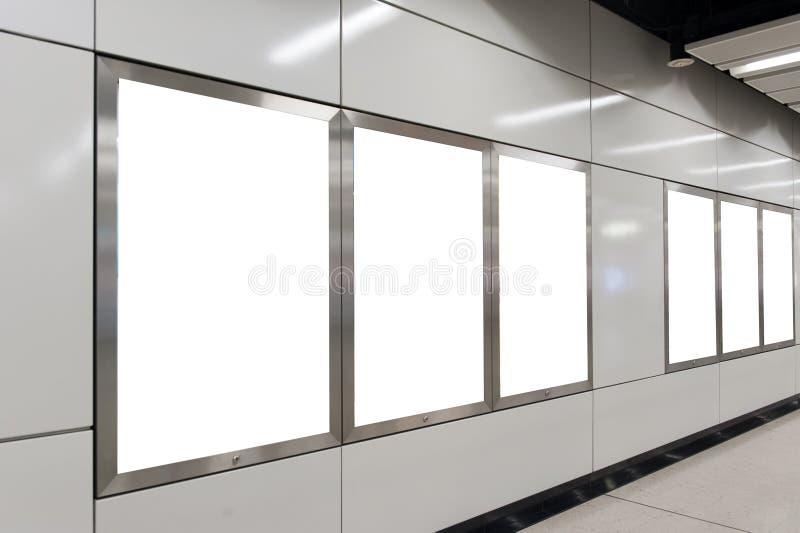 Tabellone per le affissioni bianco vuoto fotografie stock libere da diritti