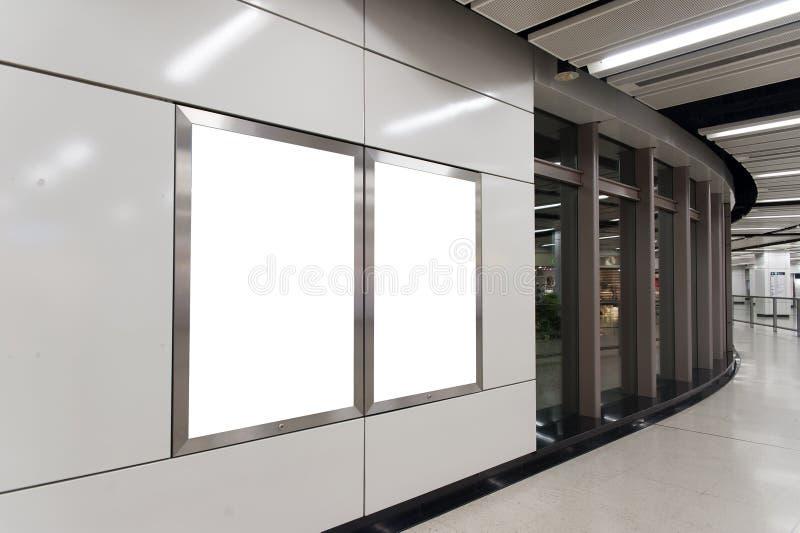 Tabellone per le affissioni bianco vuoto fotografie stock