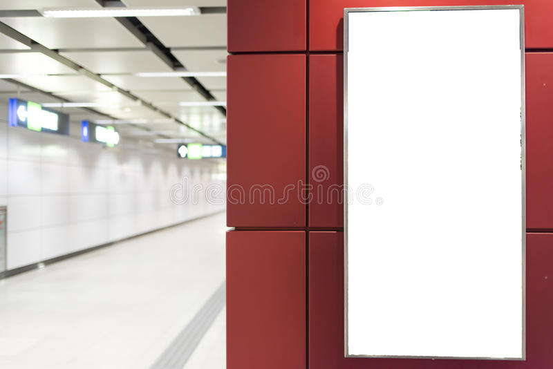 Tabellone per le affissioni bianco vuoto immagine stock