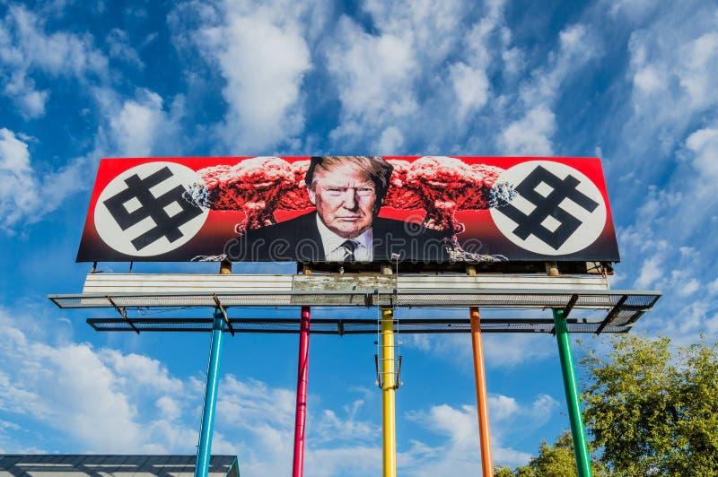 Tabellone per le affissioni di Anti-Trump immagini stock