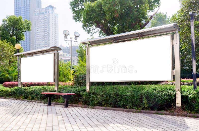 Tabellone per le affissioni di bianco della sosta fotografia stock libera da diritti