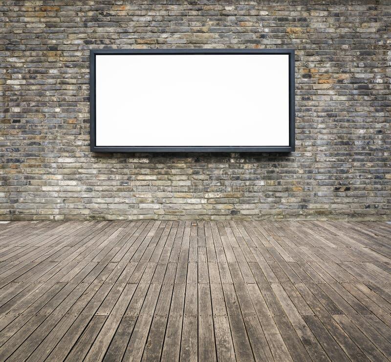 Tabellone per le affissioni di pubblicità in bianco su un muro di mattoni fotografie stock libere da diritti