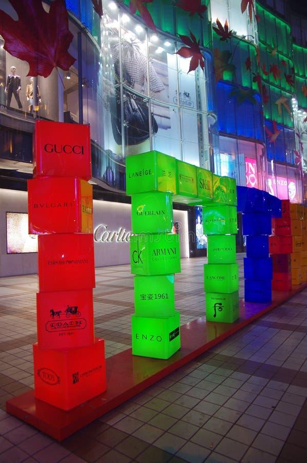 Tabellone per le affissioni famoso di marca in via di Wangfujing, Beijin immagine stock libera da diritti