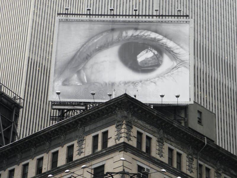 Tabellone per le affissioni in Times Square, New York della spia dell'occhio fotografia stock