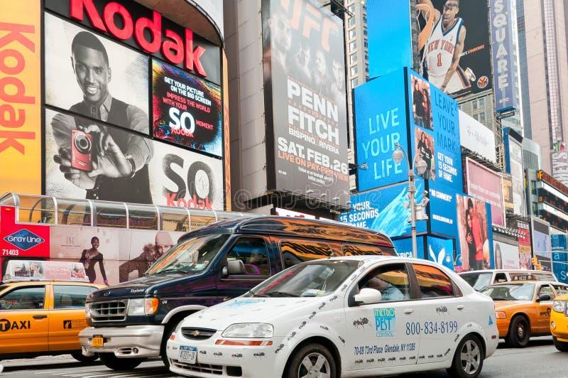 Tabelloni per le affissioni e traffico del Times Square fotografia stock libera da diritti