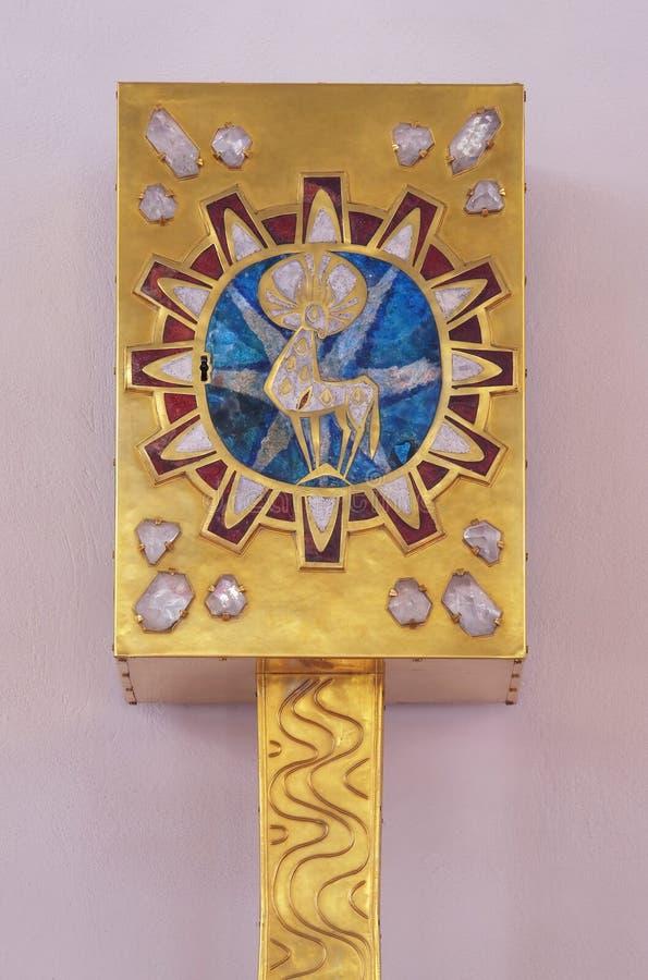 Tabernacle на главном алтаре в церков в монастыре сестер святого креста в Gemunden, Германии стоковое изображение rf