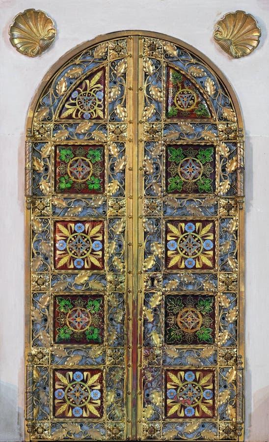 Tabernacolo sull'altare principale in basilica del cuore sacro di Gesù a Zagabria immagini stock