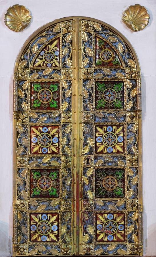 Tabernakel op het belangrijkste altaar in Basiliek van het Heilige Hart van Jesus in Zagreb royalty-vrije stock afbeelding