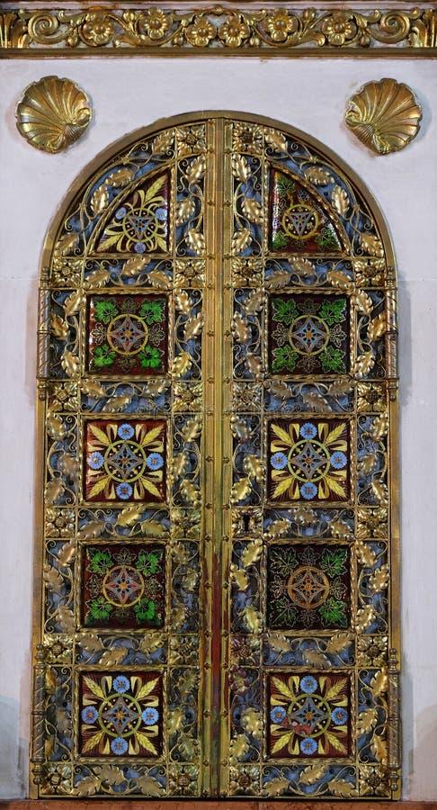 Tabernakel op het belangrijkste altaar in Basiliek van het Heilige Hart van Jesus in Zagreb stock fotografie