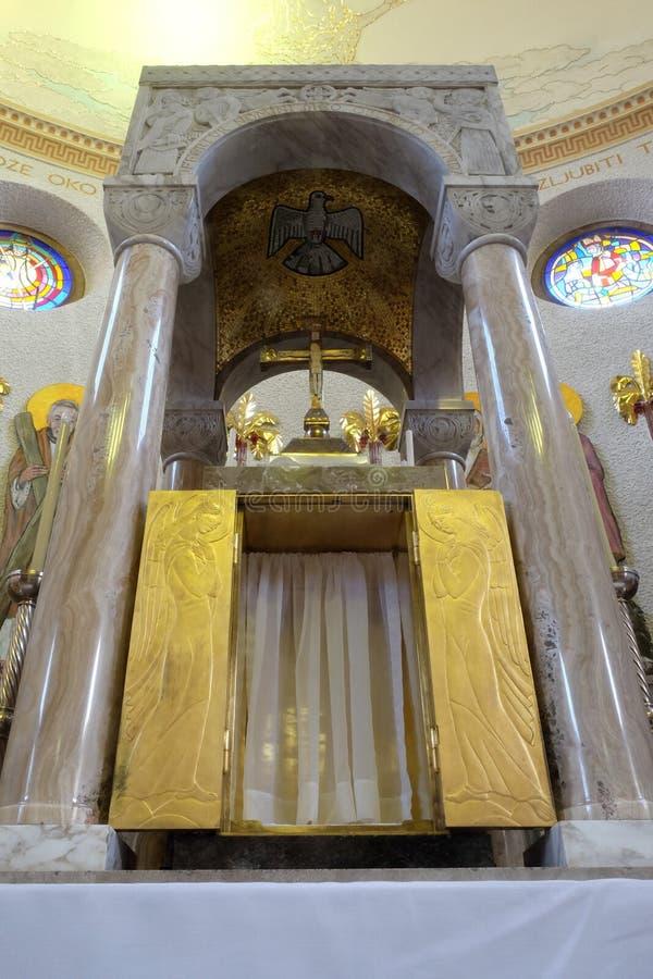 Tabernakel op het belangrijkste altaar in de kerk van Heilige Blaise in Zagreb royalty-vrije stock fotografie