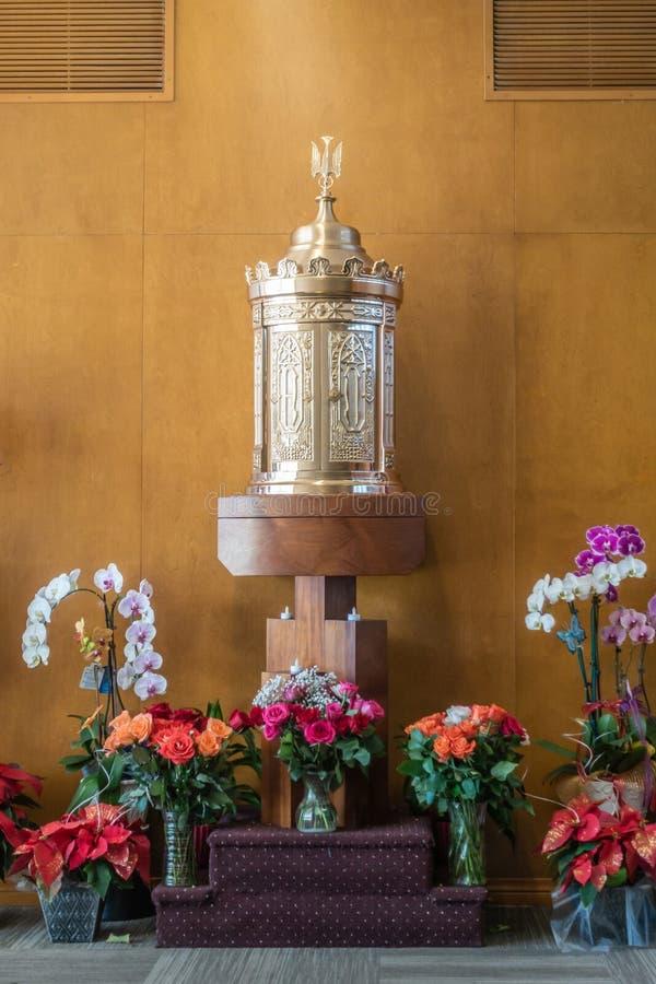 Tabernakel på det välsignade sakramentkapellet av Kristusdomkyrkan i trädgårddungen, Kalifornien royaltyfri bild