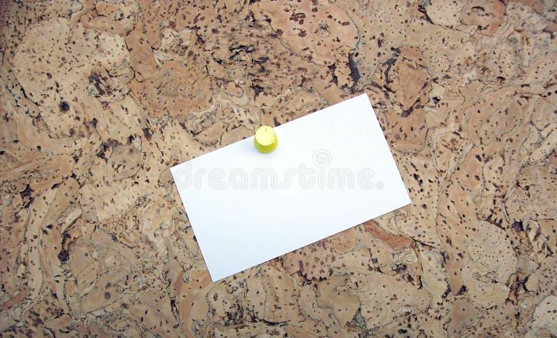 Tablón De Anuncios Con La Tarjeta En Blanco (su Mensaje Aquí) Foto de archivo libre de regalías