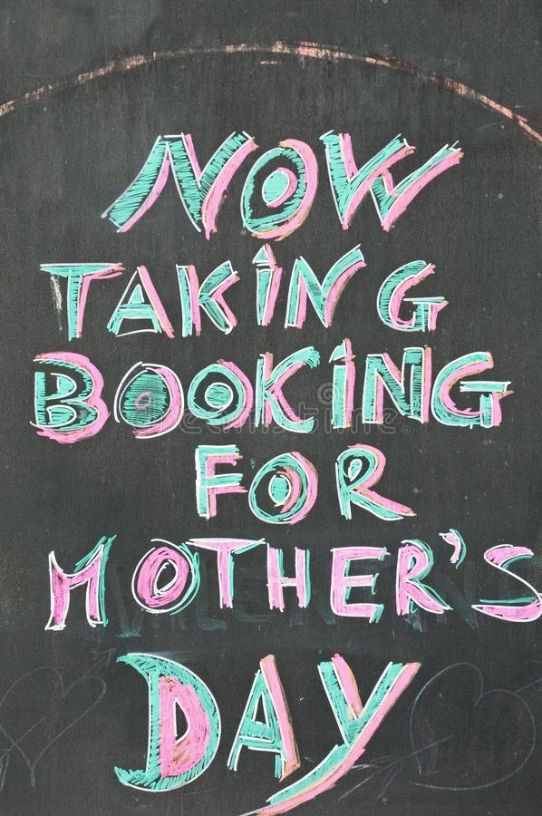 Tablón de anuncios del día de madres foto de archivo