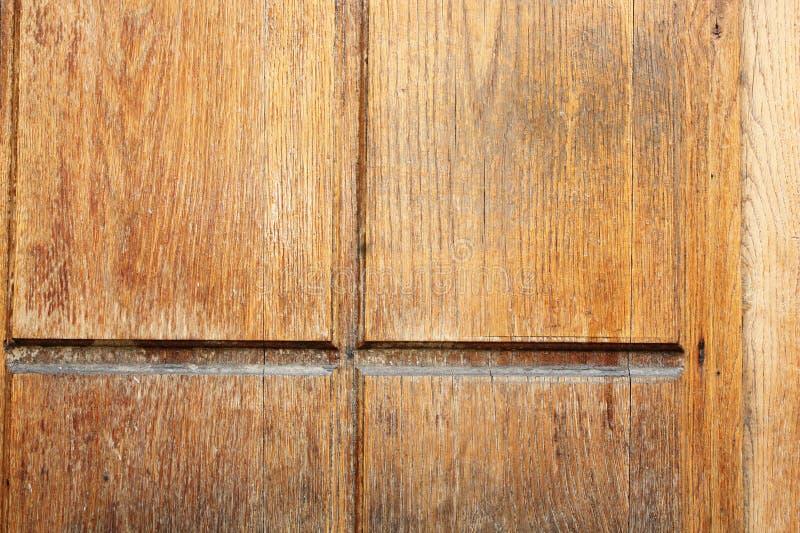 Tablón de madera viejo en puerta antigua imagenes de archivo