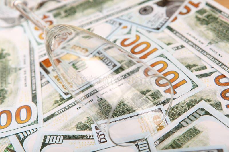 Tabla de cristal vacía del dinero de Champán imágenes de archivo libres de regalías