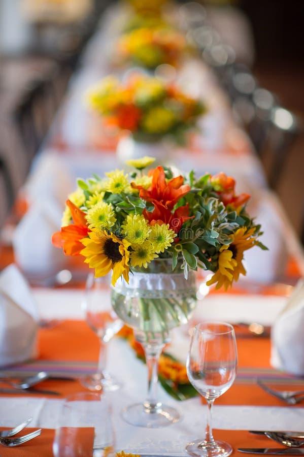 Tabla de la boda y de banquete imagenes de archivo