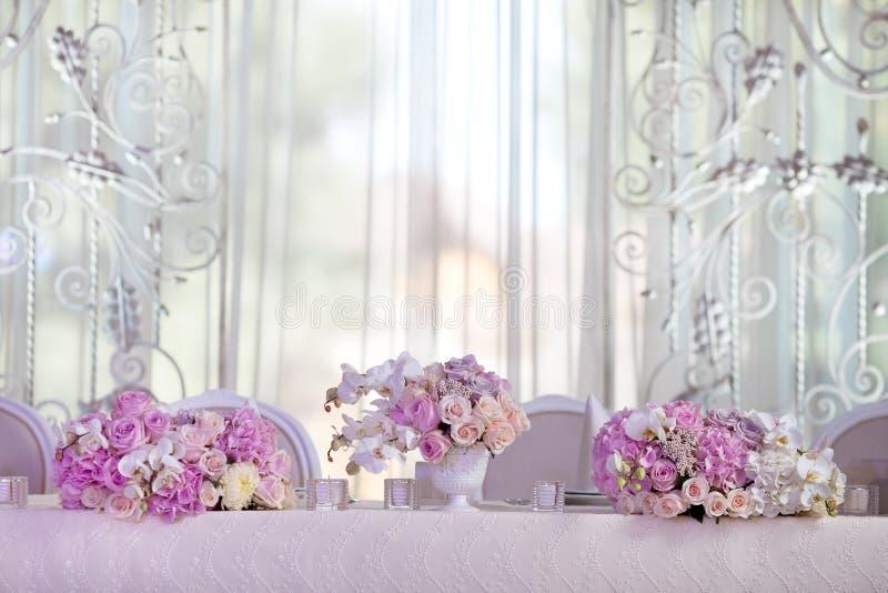 Tabla de la elegancia puesta para casarse fotos de archivo libres de regalías