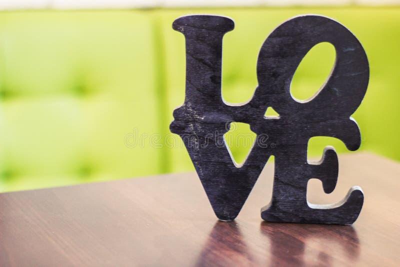 Tabla de madera del amor de la palabra fotos de archivo