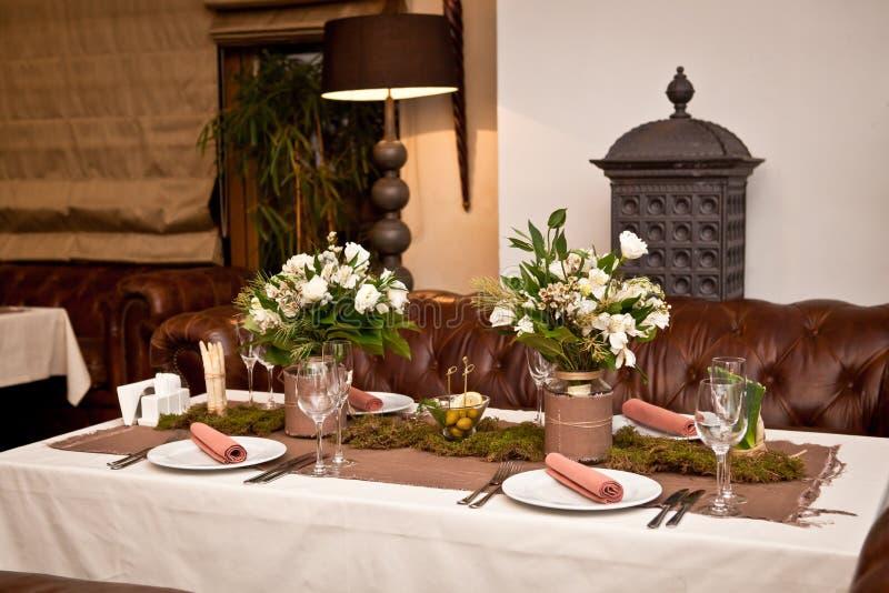 Tabla de madera fijada para la cena del día de fiesta foto de archivo libre de regalías