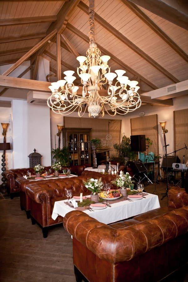 Tabla de madera fijada para la cena del día de fiesta imagen de archivo libre de regalías