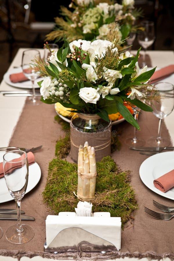 Tabla de madera fijada para la cena del día de fiesta imagen de archivo
