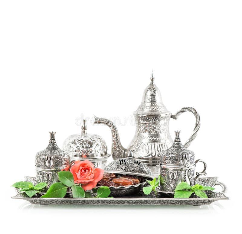 Tabla de té de los días de fiesta que fija el muba oriental de Eid del concepto de la hospitalidad imagenes de archivo
