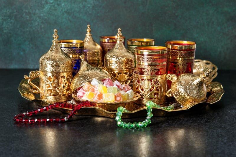 Tabla de té festiva que fija el kareem oriental del Ramadán de la hospitalidad imagen de archivo libre de regalías