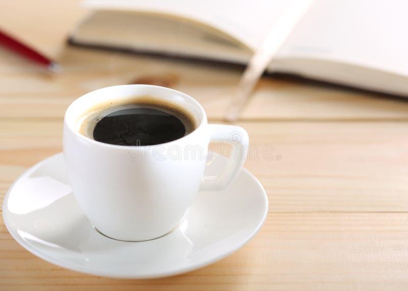 Tabla del café o del restaurante foto de archivo libre de regalías