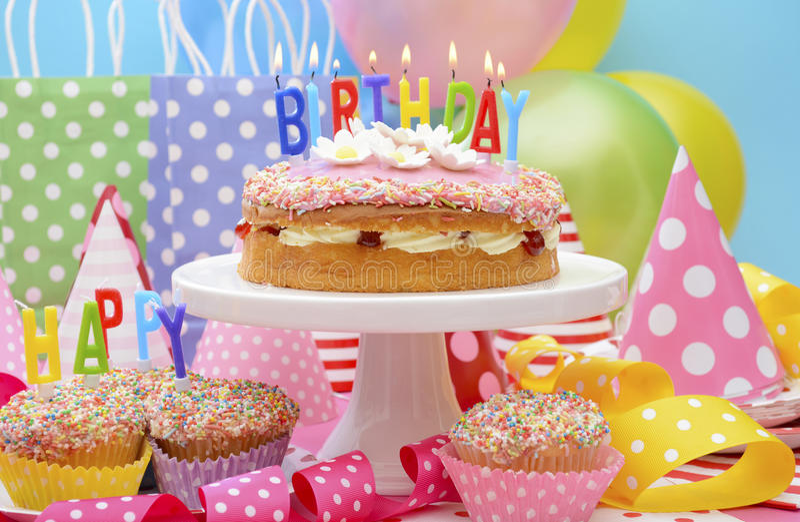 Tabla del partido del feliz cumpleaños imagen de archivo libre de regalías