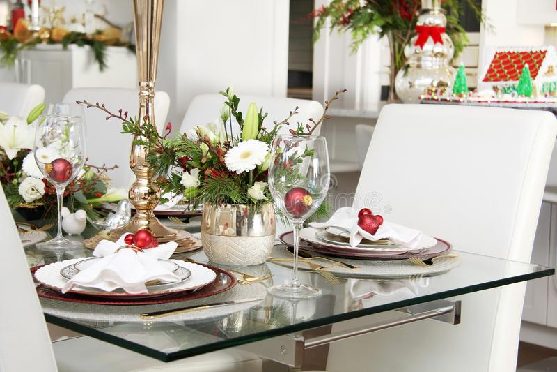 Tabla elegante del comedor de la Navidad foto de archivo libre de regalías