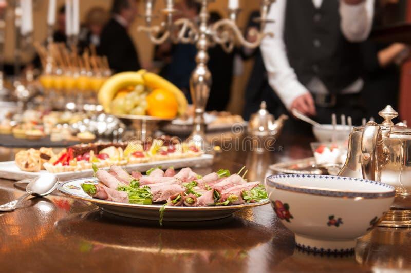 Tabla gastrónoma del banquete foto de archivo