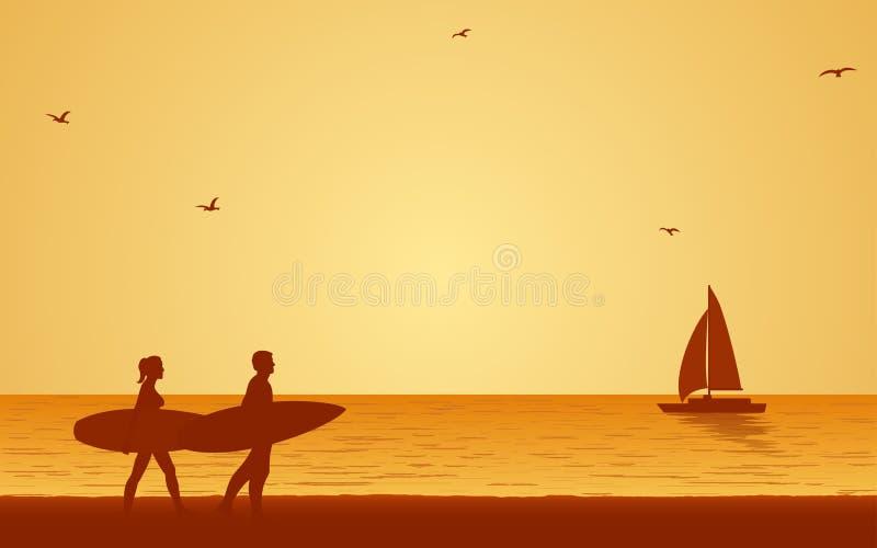 Tabla hawaiana que lleva de la persona que practica surf de los pares de la silueta en la playa bajo fondo del cielo de la puesta libre illustration