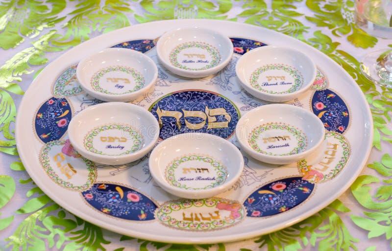 Tabla moderna de Seder de la pascua judía en Tel Aviv imágenes de archivo libres de regalías