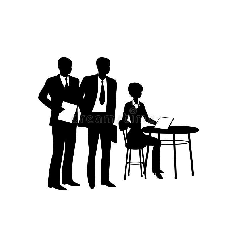Tabla que se sienta del hombre de negocios con el ordenador, hablando con los compañeros de trabajo libre illustration