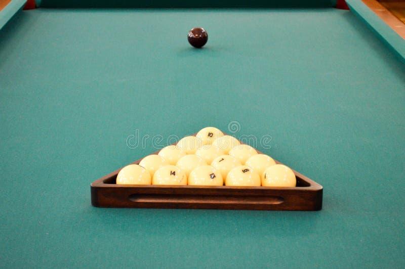 Tabla verde con los billares, una piscina de los deportes del billar con un blanco imagen de archivo