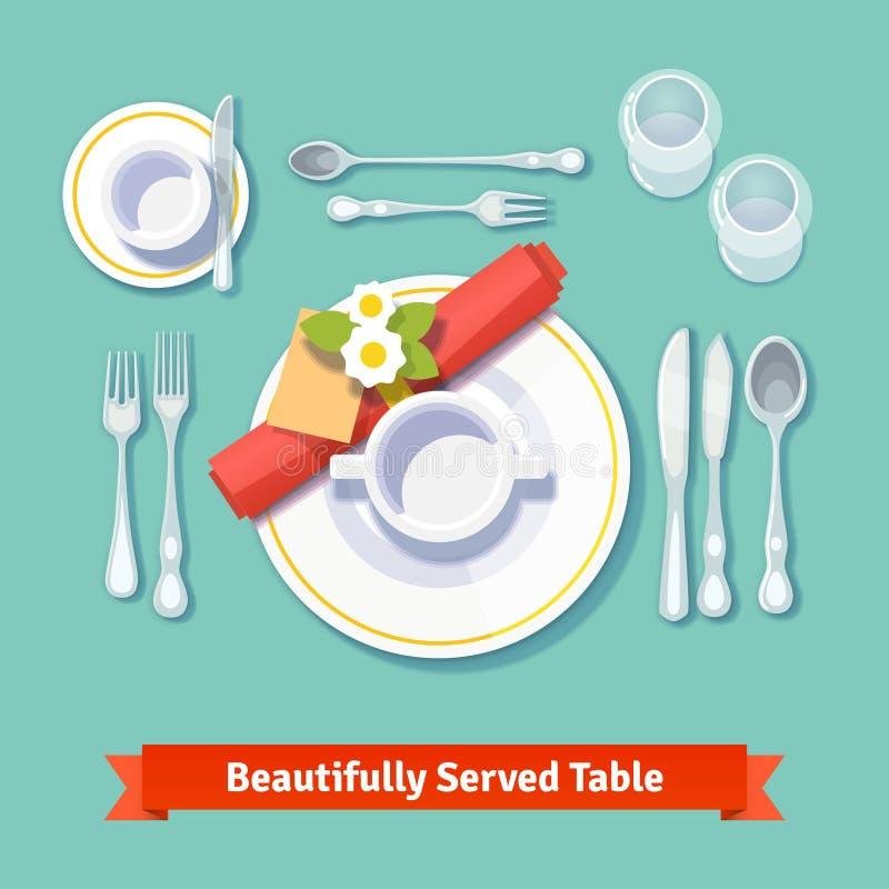 Table admirablement servie Configuration formelle de dîner illustration libre de droits