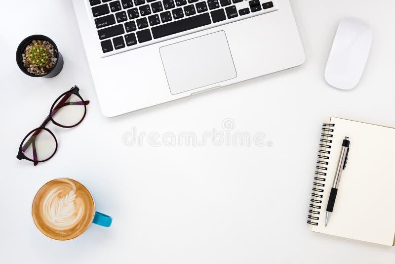 Table blanche moderne de bureau image libre de droits