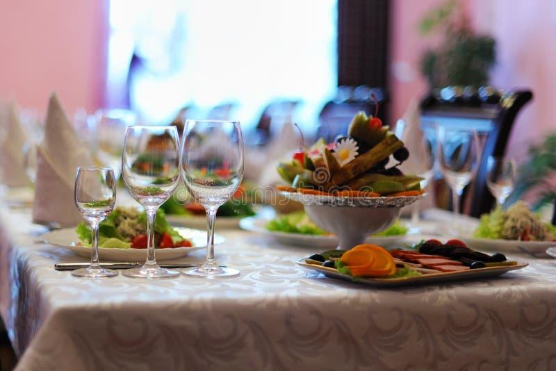 Table décorée dans le restaurant image stock