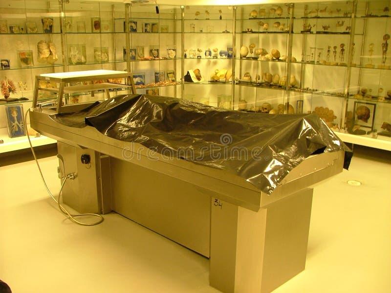 Table d'autopsie photographie stock libre de droits
