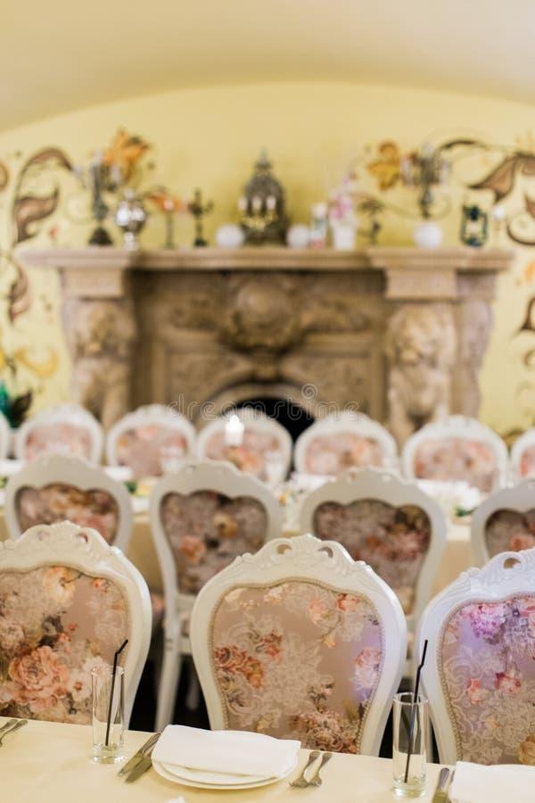 Table de banquet de approvisionnement admirablement décorée photos libres de droits
