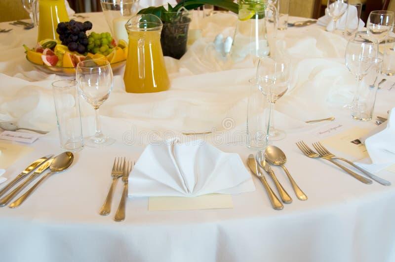 Table de banquet ronde images libres de droits