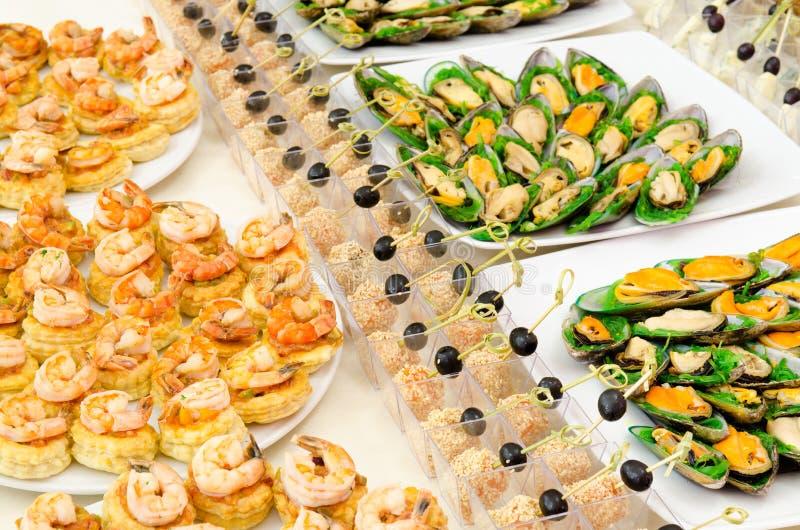 Table de buffet de fruits de mer image stock