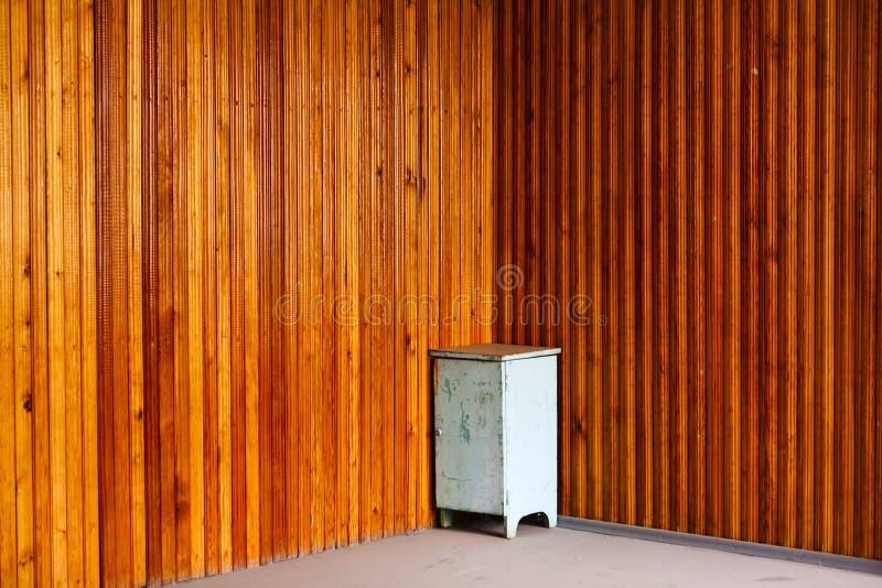 Table de chevet dans le coin photographie stock
