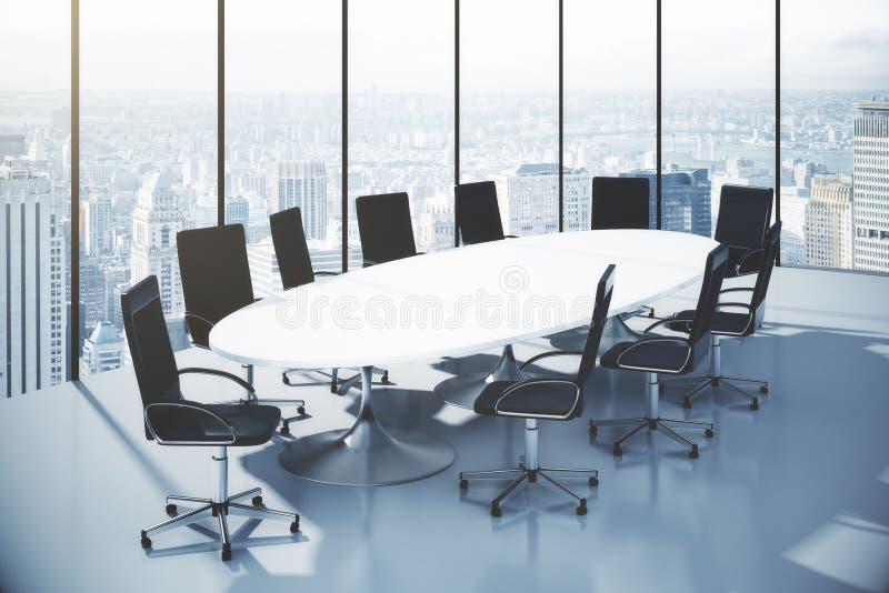 Table de conférence avec des chaises dans un bureau avec la vue de ville illustration de vecteur